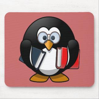 Pequeño pingüino animado lindo del ratón de tapetes de raton