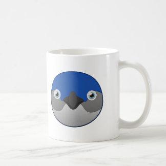 Pequeño pingüino de papel taza de café