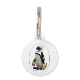 Pequeño pingüino del jugador de hockey de la masco placa para mascotas