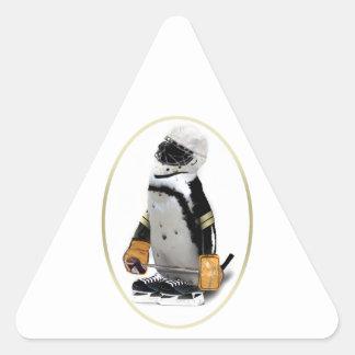 Pequeño pingüino del jugador de hockey de la calcomania de trianguladas