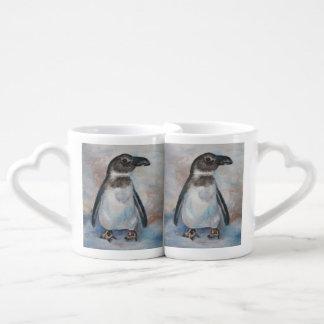 Pequeño pingüino frío tazas para enamorados