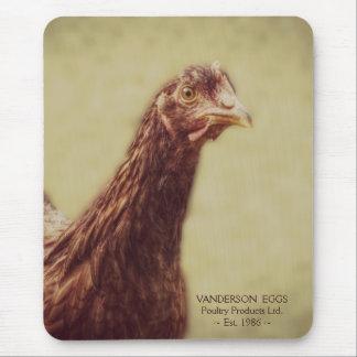 Pequeño pollo rojo de la gallina del pollo joven alfombrilla de ratón