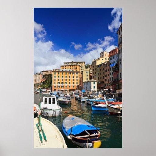 pequeño puerto en Camogli, Italia Póster