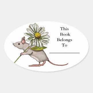 Pequeño ratón con la flor grande de la margarita: pegatina ovalada