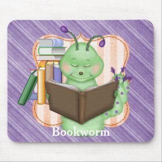 Pequeño ratón de biblioteca verde mousepads