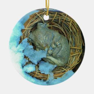 Pequeño ratón en la nieve adornos de navidad