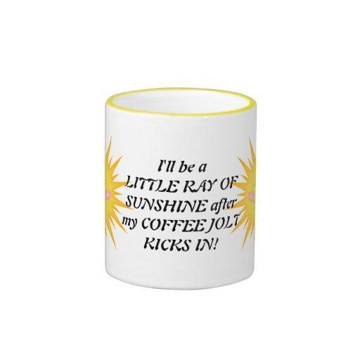 Pequeño rayo de la taza de café de la sol
