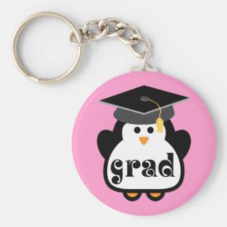 Pequeño regalo de la graduación del pingüino del llavero redondo tipo pin