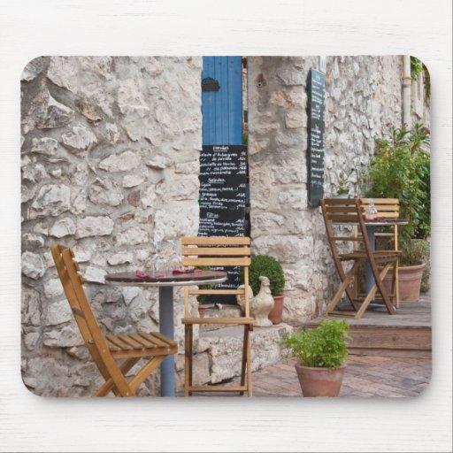 Pequeño restaurante en Provence Tapete De Raton