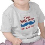 Pequeño rojo y azul de la camisa del cumpleaños de