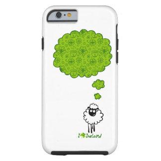 Pequeño sueño de las ovejas sobre Irlanda Funda De iPhone 6 Tough