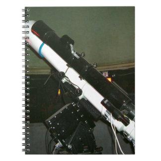 Pequeño telescopio del planetario note book
