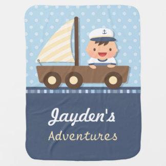 Pequeño tema náutico del muchacho de marinero para mantita para bebé