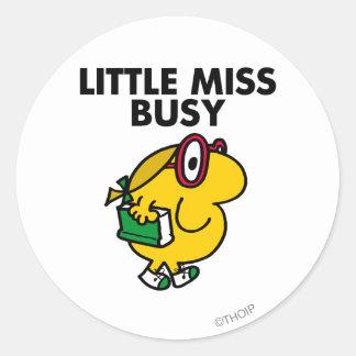 Pequeño tiempo de lectura de Srta. Busy el   Pegatina Redonda