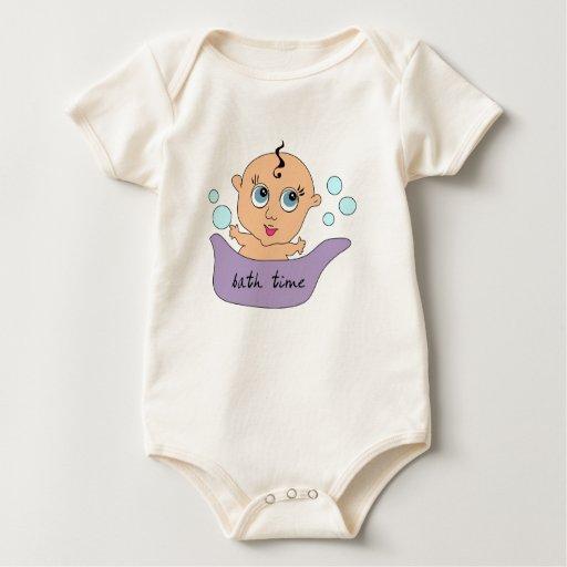 Pequeño tiempo del baño del bebé mameluco de bebé