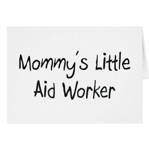 Pequeño trabajador de la ayuda de la mamá tarjetas