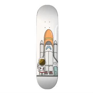 Pequeños astronauta y nave espacial tablas de skate