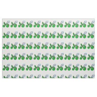 Pequeños brotes azules con las hojas verdes