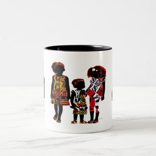 Pequeños chicas africanos tazas de café