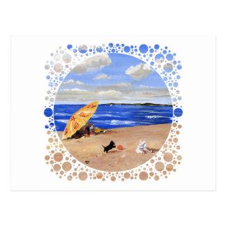 Pequeños juegos del escocés en la playa tarjetas postales