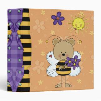 pequeños lindos manosean el cuaderno de los osos