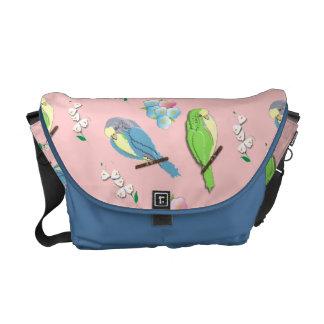 Pequeños pájaros y impresión floral lindos bolsas de mensajería