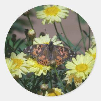 pequeños pegatinas con la mariposa y las flores pegatina redonda