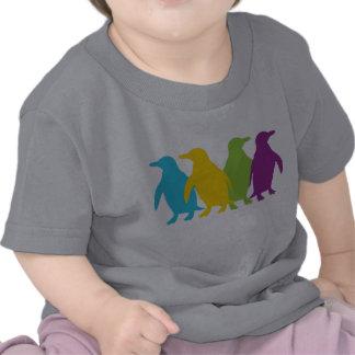 Pequeños pingüinos retros camisetas