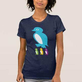 Pequeños pingüinos retros camiseta