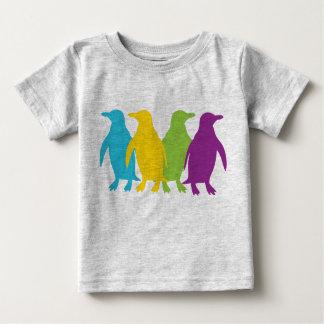 Pequeños pingüinos retros playeras