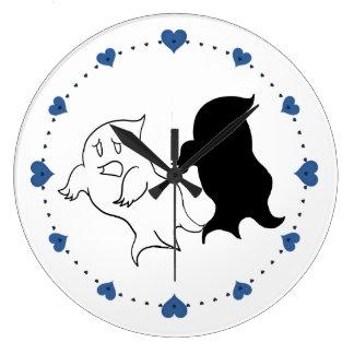 Pequeños relojes azules del cuarto de niños del fa