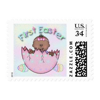 Pequeños sellos de la primera niña étnica de