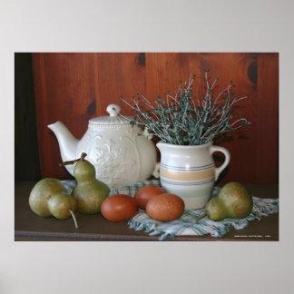 Peras, cerámica y huevos de Marans Póster