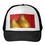 Peras de oro en fondo rojo gorra