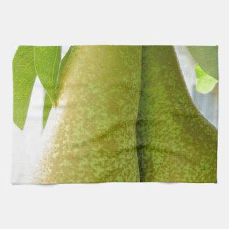 Peras en ramas de árbol toalla