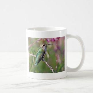 Perca del colibrí II Taza Básica Blanca