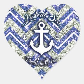 Perdido en el arte náutico del mar en galón pegatina en forma de corazón
