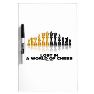 Perdido en un mundo del ajedrez (juego de ajedrez pizarra
