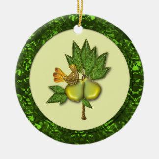 Perdiz del ornamento en un peral ornaments para arbol de navidad