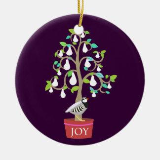 Perdiz en un ornamento del peral 2010 adorno navideño redondo de cerámica