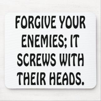 Perdone a sus enemigos que atornilla con sus cabez alfombrillas de ratones