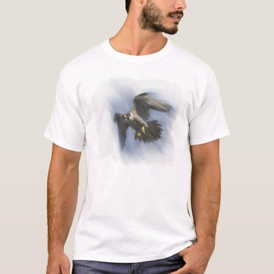 Peregrine Falcon in Flight T-Shirt