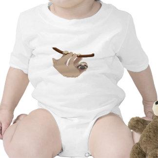 Pereza tocada con la punta del pie tres trajes de bebé