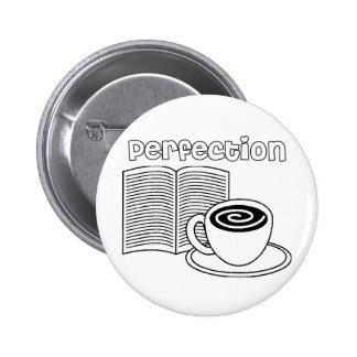 Perfección del libro y del té pin redondo de 2 pulgadas