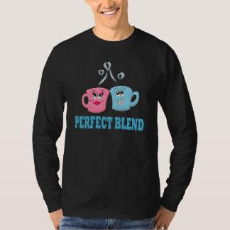 Perfeccione las tazas de café de la mezcla playeras