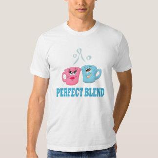 Perfeccione las tazas de café de la mezcla remera