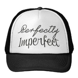 Perfectamente imperfecto gorros bordados