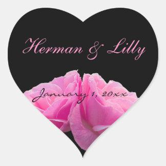 Perfectamente rosados boda personalizado dos rosas pegatina en forma de corazón