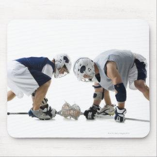 Perfil de dos hombres jovenes que juegan a lacross tapete de ratón