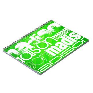 Perfil de nombre de encargo en las rayas verdes de cuaderno
